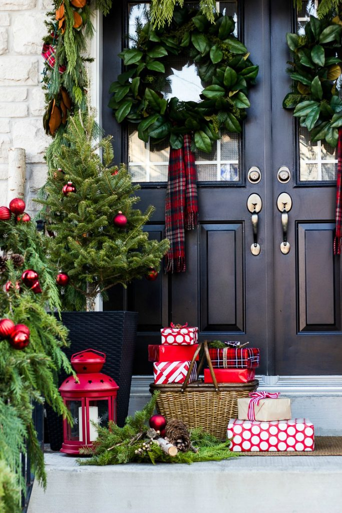 plaid-porch-christmas-decor