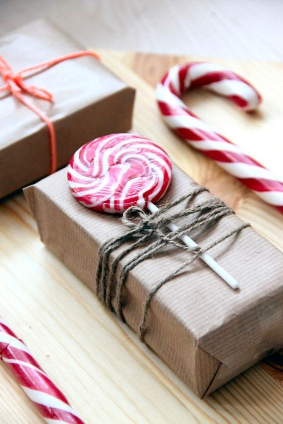 christmas-wrapping-with-lollipops